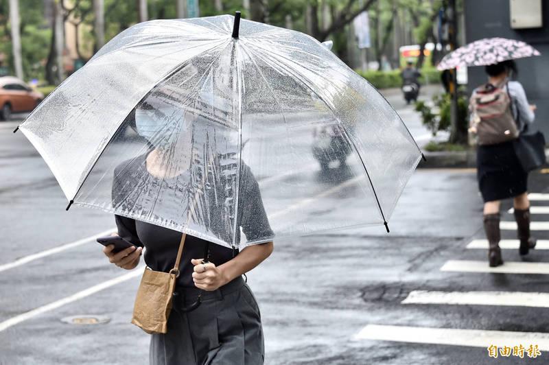 中央氣象局今針對新北市北海岸地區、基隆市以及宜蘭縣發布大雨特報。(資料照)