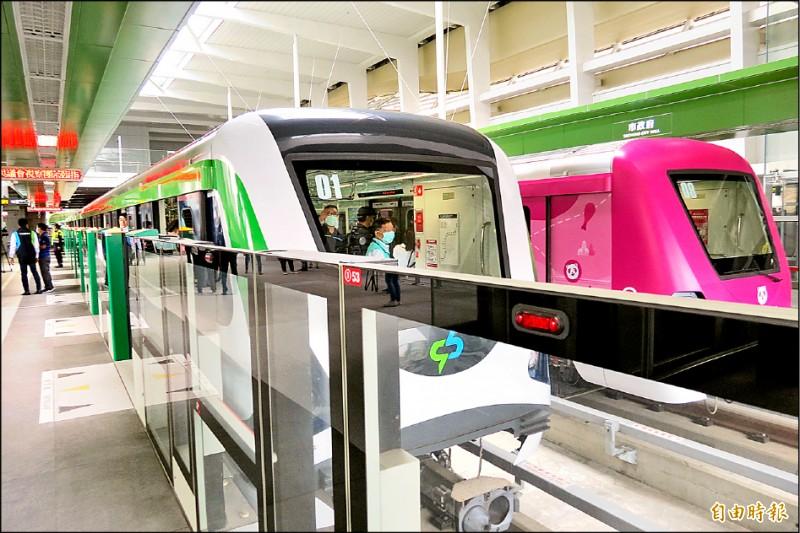 中捷綠線18列車全面安檢,中捷公司昨天表示最快月底宣佈恢復試營運的時間。(記者蘇金鳳攝)