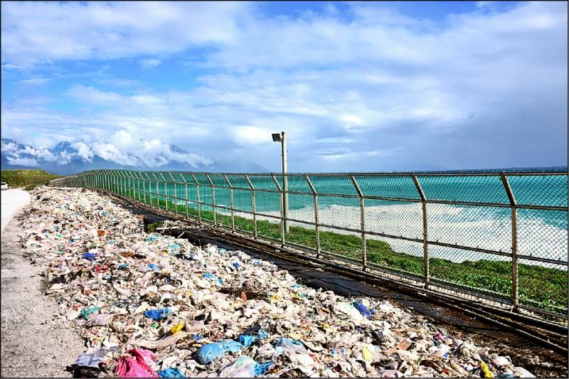 花蓮暫置垃圾逾萬公噸 建圍籬防飛散