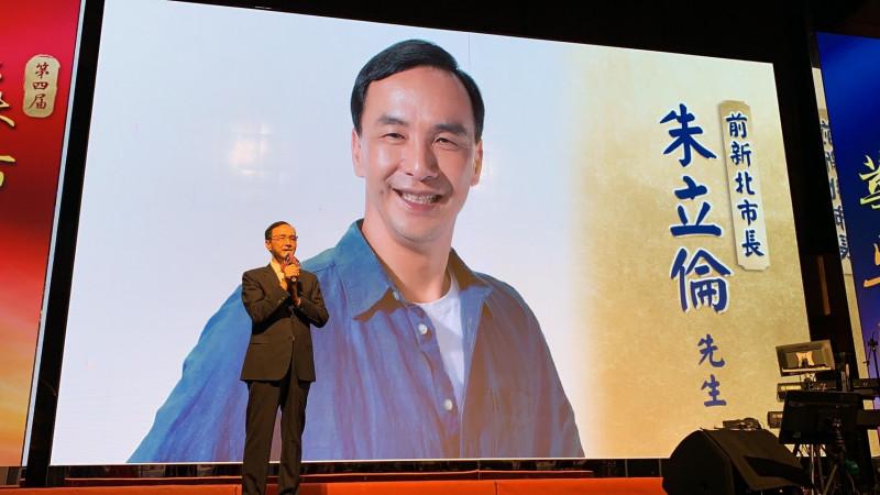 前國民黨主席朱立倫今晚出席第4屆亞太華綸獎活動。(朱立倫辦公室提供)