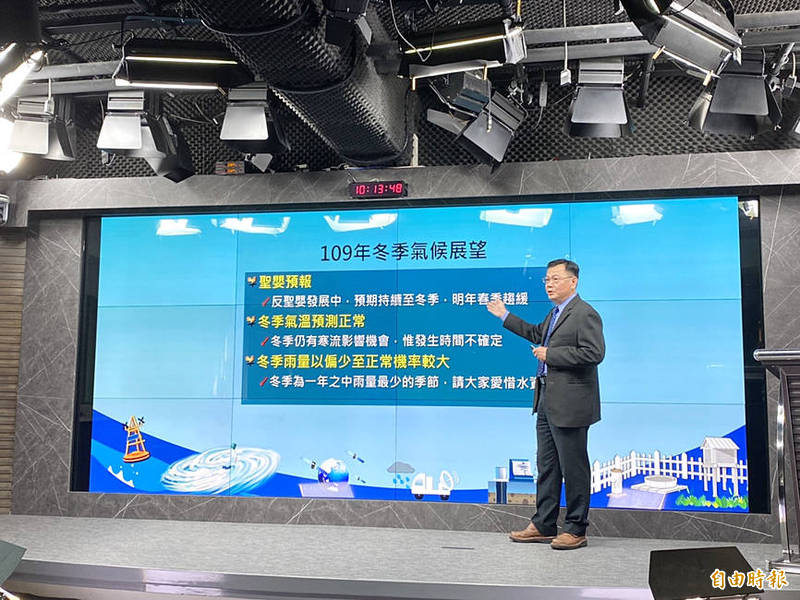 Weather Forecast Center director Lu Kuo-cheng speaks at a news conference in Taipei yesterday. Photo: Hsiao Yu-hsin, Taipei Times