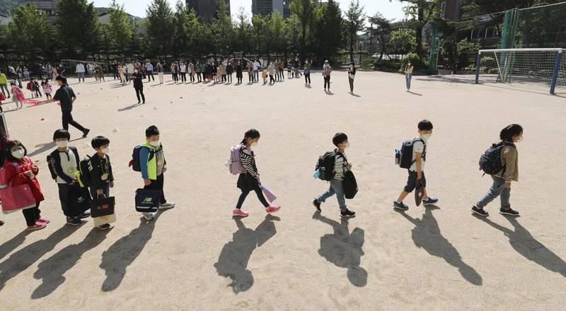 南韓一處托兒所,傳出有13歲的女孩猥褻年僅4歲的男童。韓國學童示意圖,與本新聞無關。(美聯社)