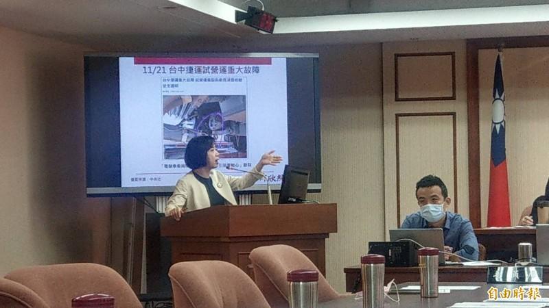 台中捷運連接器斷裂,立委何欣純表示,現在竟無備品可更換 。(記者鄭瑋奇攝)