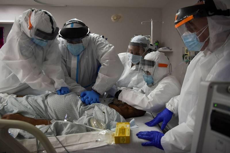 據約翰霍普金斯大學最新統計,全球累計確診已超過5962萬例,死亡已超過140萬例。(路透)