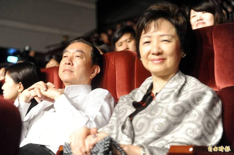 鼎瑩創投向上百名投資者吸金7000多萬元,知名歌手張懸父親、前海基會副董事長焦仁和(左)也被騙百萬元。(資料照)