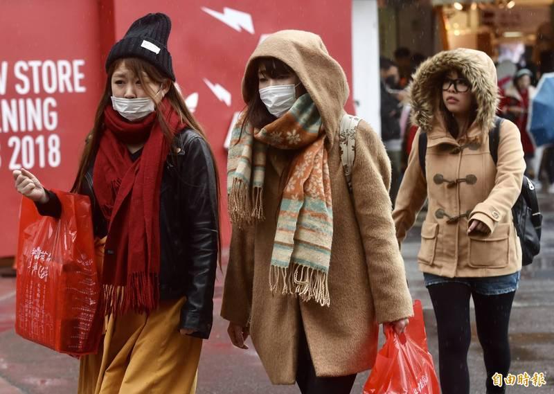 氣象專家指出,本週五後隨著東北季風及冷空氣影響,北部低溫將下探至18度,空曠地區更有機會出現14、15度的低溫。圖為示意圖。(資料照)