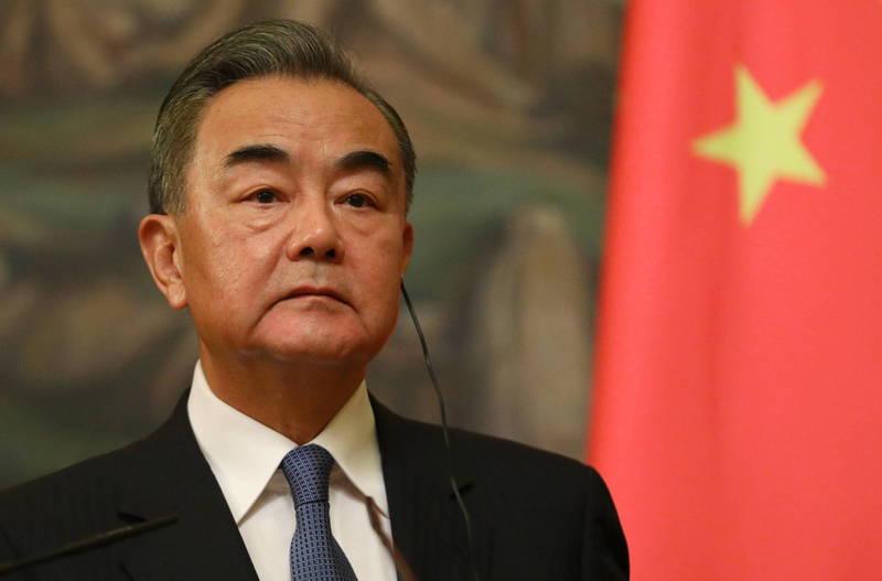 中國外交部長王毅(見圖)23日與歐盟外交和安全政策高級代表波瑞爾電話會談,討論投資協議談判、香港等議題,然而雙方所發布的新聞搞宛如「一個會談,各自表述」。(歐新社)