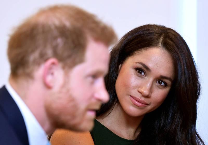 英國哈利王子(左)的妻子梅根(右)在《紐約時報》25日刊出的一篇文章中自揭,她今年7月曾流產。(法新社)