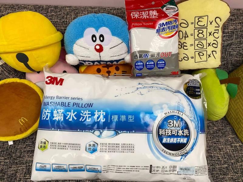 高嘉瑜今貼出各方好友送她的各式抱枕及枕頭的照片。(圖翻攝自高嘉瑜臉書)