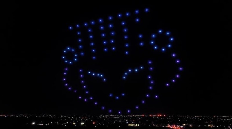 虎尾科技大學飛機工程系的無人機群飛燈光秀。(資料照,翻攝自臉書)