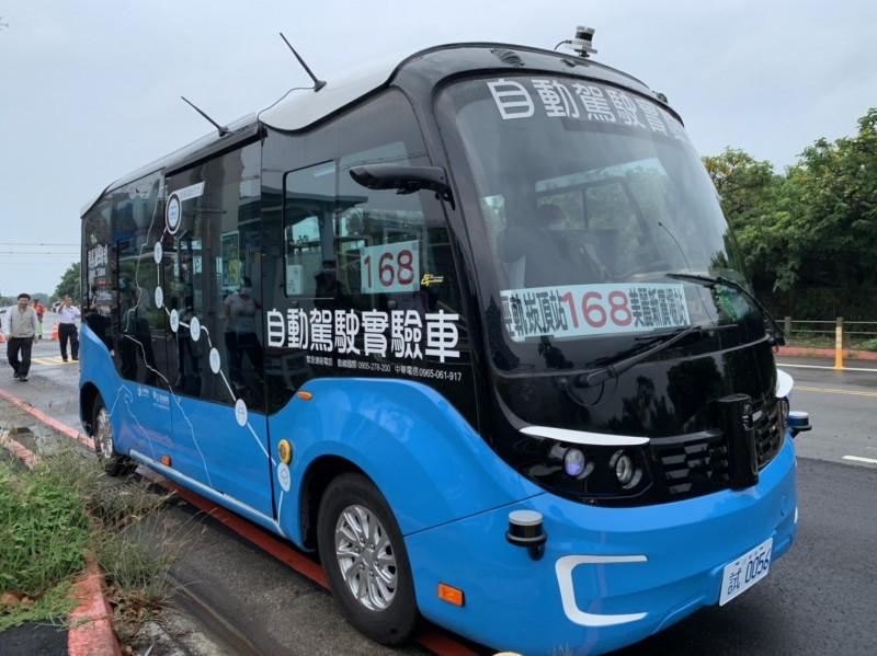新北「智駕電巴168」自28(六)日起進行10天的第3階段混合車流測試,將暫停載客營運,預計12月8日復駛。 (新北市政府交通局提供)