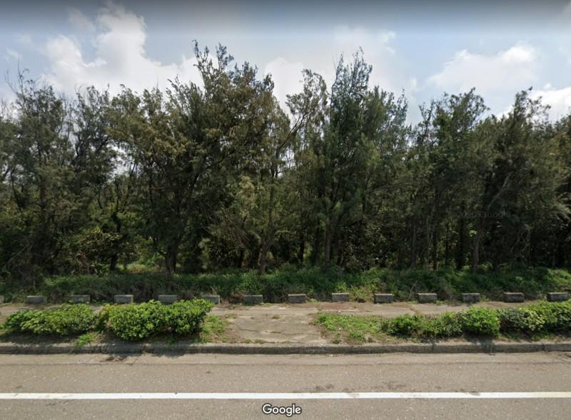 賴姓男子車禍卻棄友不顧,不救人也不報警,卻躲到一旁草叢說他拉肚子1個多小時。(圖擷取/3 Google Maps)