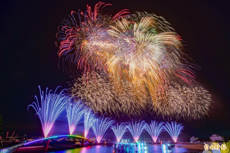 澎湖海上花火節是澎湖縣政府主辦,林佳龍連花火節都要收割。(記者劉禹慶攝)