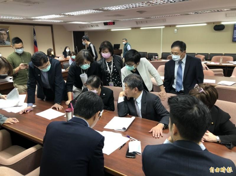 立院衛環委員會今初審通過《身障權益保護法》修正草案。(記者楊媛婷攝)