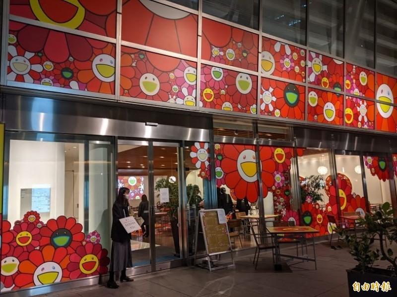 六本木之丘配合村上隆新作展出,開設期間限定的「花花咖啡座」。(記者林翠儀攝)