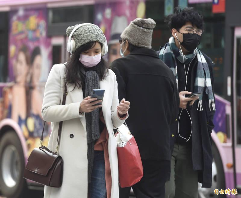 中央氣象局預告,週五東北季風來襲,北台灣首當其衝,整天偏冷,白天高溫較前一天驟降8度左右,最低溫可能只有14度。(資料照)