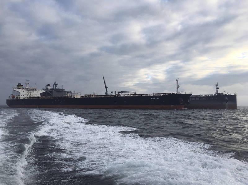 一艘停靠在紅海港口舒凱克(Shuqaiq)的希臘Agrari號油輪,25日深夜驚傳爆炸,沙國的軍事聯盟質疑,是有葉門的叛軍發動攻擊所引發。(美聯社)