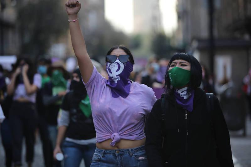 聯合國婦女署調查指出,武漢肺炎疫情使性別平等倒退25年。(美聯社)