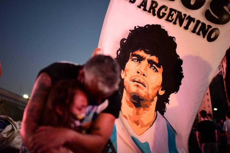 一代球星馬拉度納(Diego Maradona)辭世,令所有球迷相當不捨。(法新社)