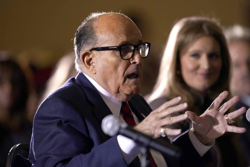 川普私人律師朱利安尼(Rudy Giuliani)說,川普的法律團隊握有「如山高的」選舉舞弊證據,現在看到的只不過是冰山一角。(美聯社資料照)