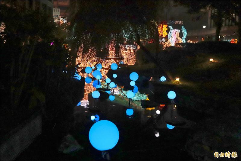 縣府昨先到湯圍溝溫泉公園點燈,讓周邊亮起來且越夜越美麗,為冬戀蘭陽溫泉季暖身。(記者林敬倫攝)
