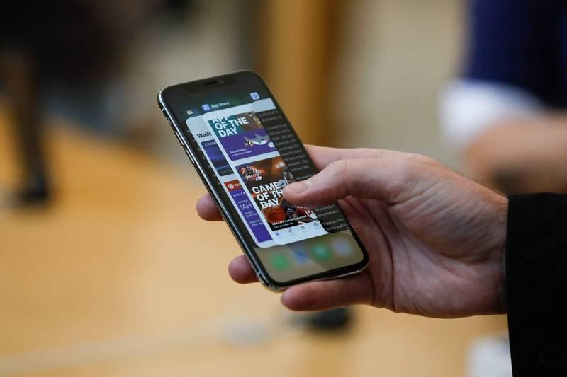 英國倫敦孕婦被歹徒狠踢肚子搶走iPhone X,最終流產保不住胎兒。iPhone X示意圖。(法新社)