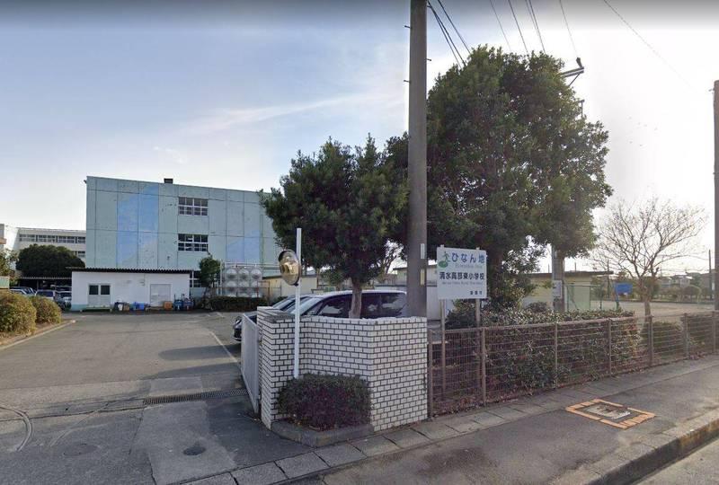 日本靜岡市立清水高部東小學校的教師,竟然在溫泉的更衣室內偷拍女童。清水高部東小學校示意圖。(圖擷自Google地圖)