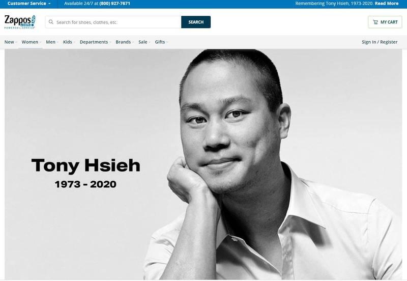 Zappos官網已換上謝家華的黑白照片,以紀念這位從創辦到今年都為該公司持續努力的前執行長。(圖擷取自Zappos官網)