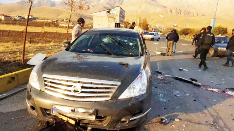伊朗科學家法克里薩德二十七日在德黑蘭被埋伏的槍手射殺。圖為其彈痕累累的座車。(路透)
