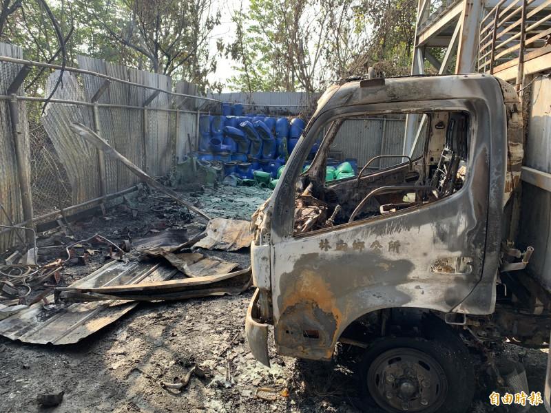 資源回收車被燒毀。(記者黃淑莉攝)