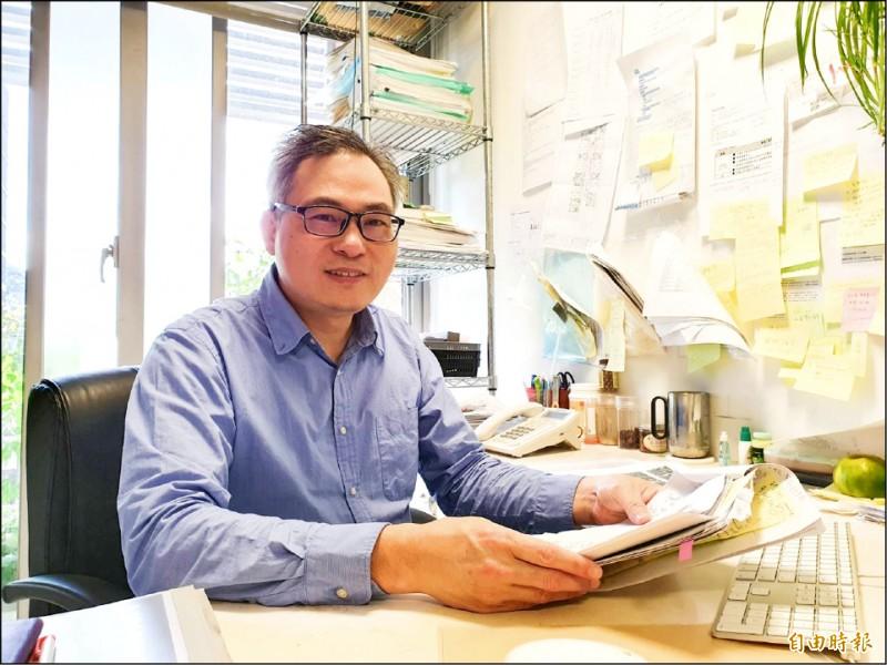 中研院研究員楊文欽團隊,找到關鍵腫瘤基因Pdia4,進而開發抑制劑,預計年底完成技轉,可望進一步應用於治療人體腫瘤。(記者簡惠茹攝)