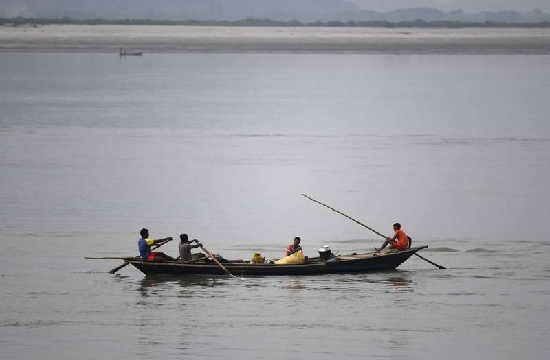 中國決議開發雅魯藏布江水電,引起印度極度憂心遭到中國截流。圖為雅魯藏布江流進印度的河域,在印度被稱為布拉馬普特拉河。(法新社)