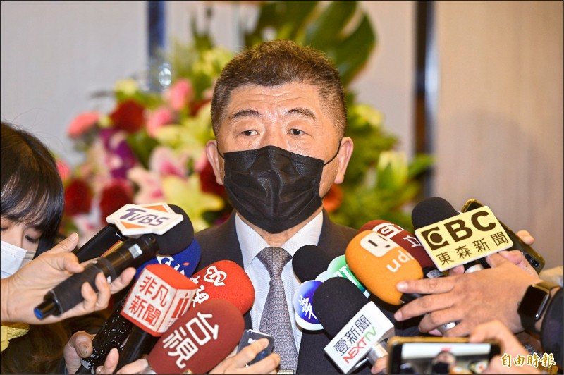 中央流行疫情指揮中心指揮官陳時中表示,預期必然會有返國潮、增加確診人數,須嚴陣以待,並坦言陰性報告品質參差不齊、甚至造假,是頭痛的事情。 (記者叢昌瑾攝)