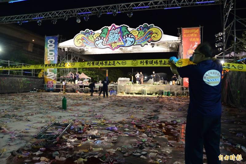 2015年6月27日晚,八仙樂園內舉行彩色派對,卻發生粉塵大爆炸意外,釀成15死的慘劇,當晚八仙樂園被勒令無限期停業至今。(資料照)