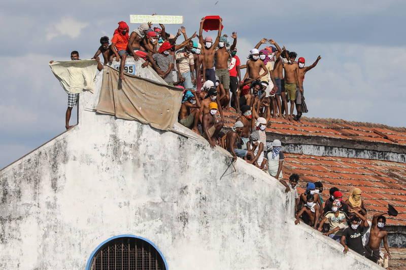 斯里蘭卡29日驚傳監獄暴動,衝突造成至少6名囚犯死亡,至少35人受傷。圖為18日斯里蘭卡囚犯的抗議行動。(歐新社)