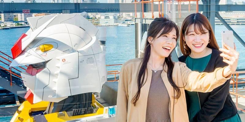 想要從15~18公尺的高度近距離觀賞的話,得另外購買「特別遊覽甲板」門票,門票售價為3300日元(約台幣900元)。(圖取自橫濱鋼彈工廠活動官網)