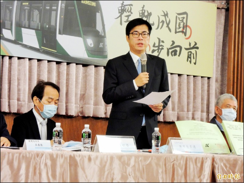 高雄市長陳其邁上任滿一百天,他笑說時間好快、仍在跟時間賽跑。(記者王榮祥攝)