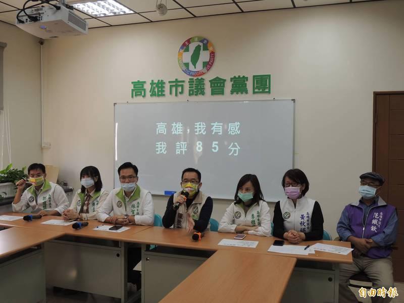 高市議會民進黨團為陳其邁上任滿一百天評分,從85分起跳。(記者王榮祥攝)