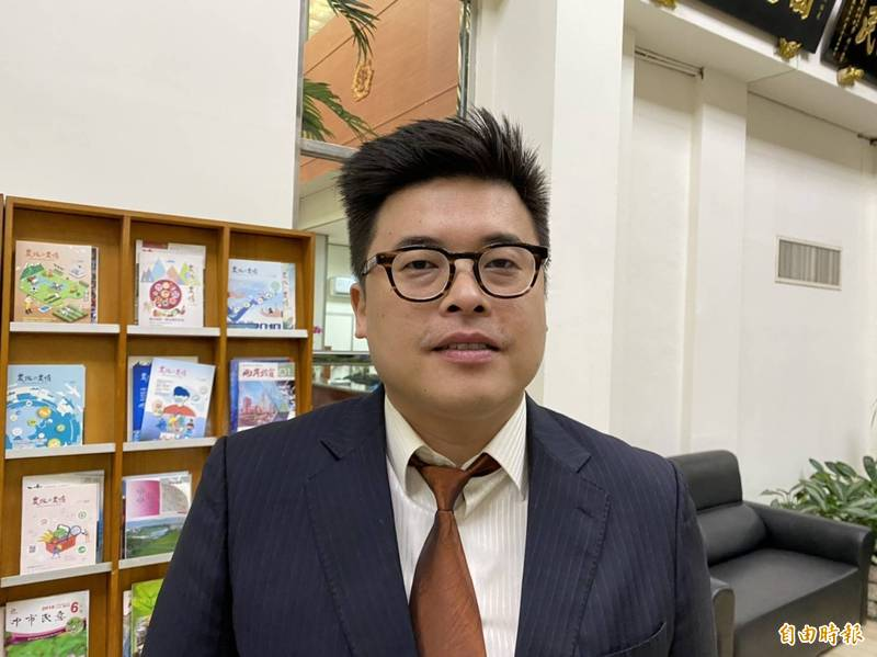民進黨陳睿生正式成為桃園市議員。(記者謝武雄攝)