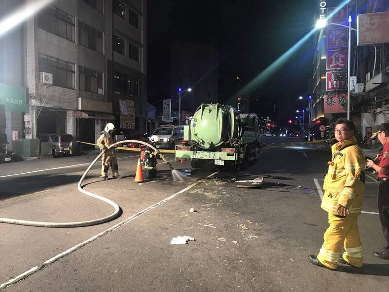 高市府污水下水道維修工程發生工安意外,2外包商工人送醫宣告不治。(記者陳文嬋翻攝)