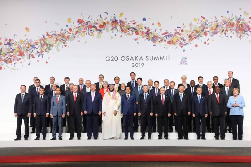 英國靈媒預言,明年世界上將有1名領導人遭到暗殺。圖為2019年G20高峰會各國領袖合影,前排中為當時主辦國日本的首相安倍晉三,現任日本首相為菅義偉。(法新社檔案照)