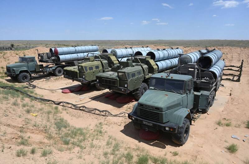 俄羅斯表示,已在與日本引發主權爭議的擇捉島部署新型S-300V4飛彈防禦系統。圖為S-300飛彈系統示意圖。(路透)