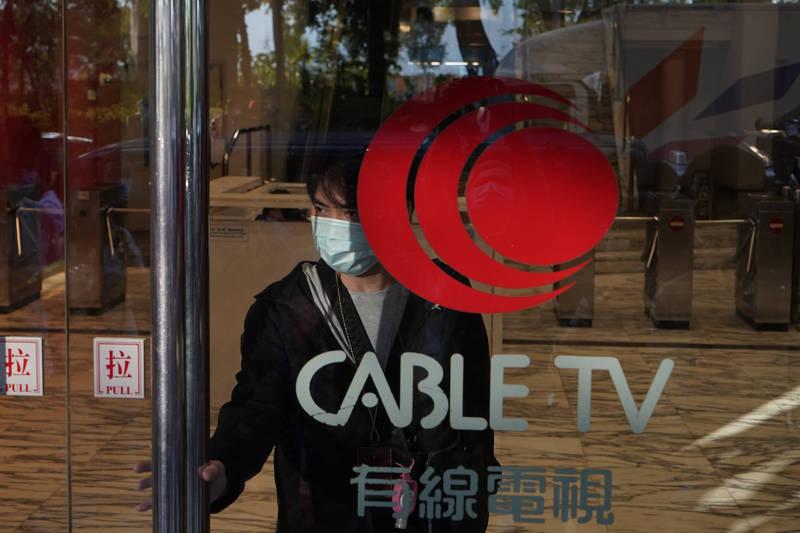 香港主流的新聞媒體《有線新聞台》今天突傳裁員的消息,今早11點許突然開除40名新聞部的員工,其中主力調查報導的「新聞刺針」小組更直接全員開除,引起新聞部員工譁然。示意圖。(美聯社)