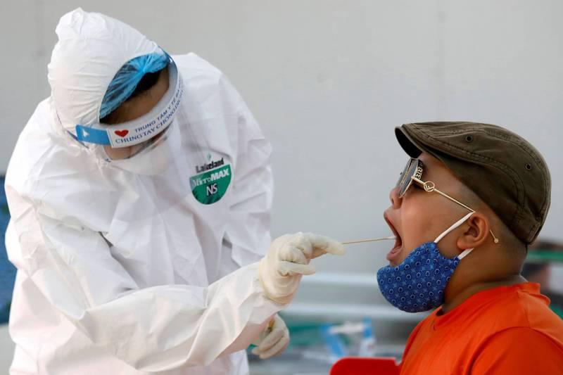 越南週一通報時隔近3個月以來首例武漢肺炎本土病例,週二又增加2例。(路透)