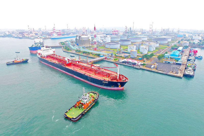 A tanker bearing the first shipment of oil from CPC Corp, Taiwan's oil field in Chad arrives in Kaohsiung yesterday. Photo: CNA