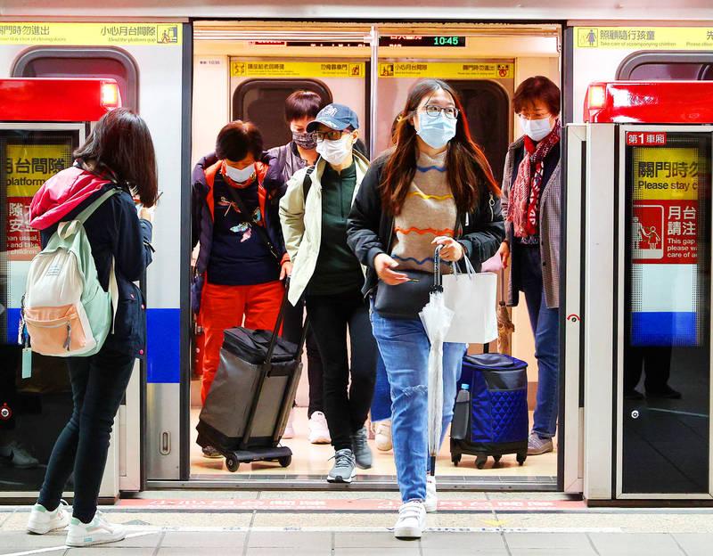 Passengers alight from an MRT train in Taipei yesterday. Photo: CNA