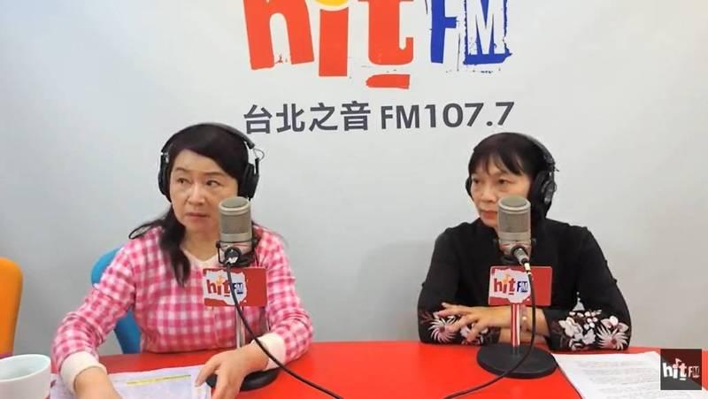 促轉會主委楊翠(右)今日接受「周玉蔻嗆新聞」廣播節目訪問,談及泰源五烈士事件。(翻攝網路直播)
