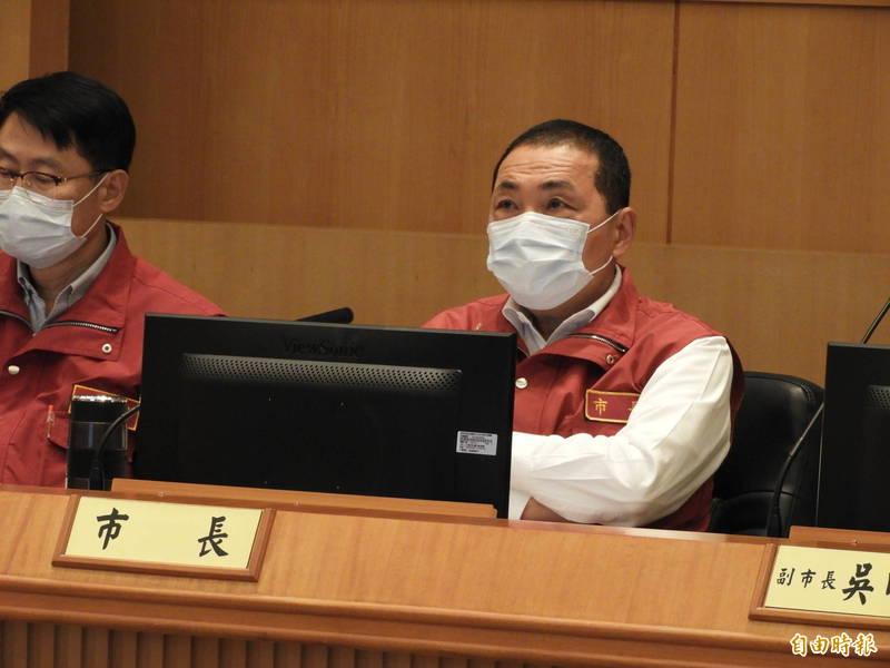 新北市長侯友宜表示,新北的安親班、補習班或課後照顧班屬於密閉空間,須強制戴口罩。(記者賴筱桐攝)
