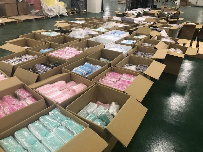 台南檢調查獲口罩國家隊台灣精碳公司涉設地下工廠製造原料來源不明的非法口罩。(記者王俊忠翻攝)