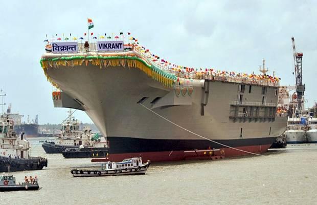 印度首艘國造航空母艦「維克蘭號」2013年8月下水的檔案照。(法新社)